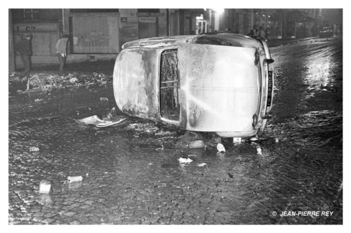 Une carcasse de voiture